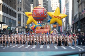 2008.11.27_Macys Parade