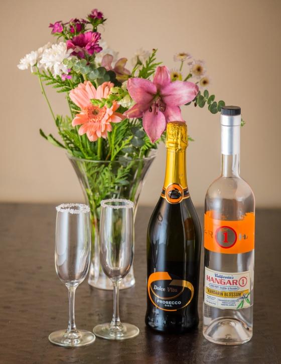 Mandarin Champagne Cocktail | www.sweetteasweetie.com